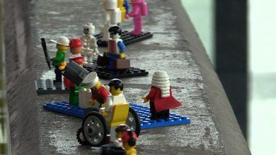 Przynieśli ludziki LEGO, żeby naprawiły schody na dworcu w Katowicach!