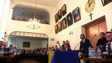 Katowice: Budda obok krzyża? Radny chce innych symboli religijnych w sali obrad!