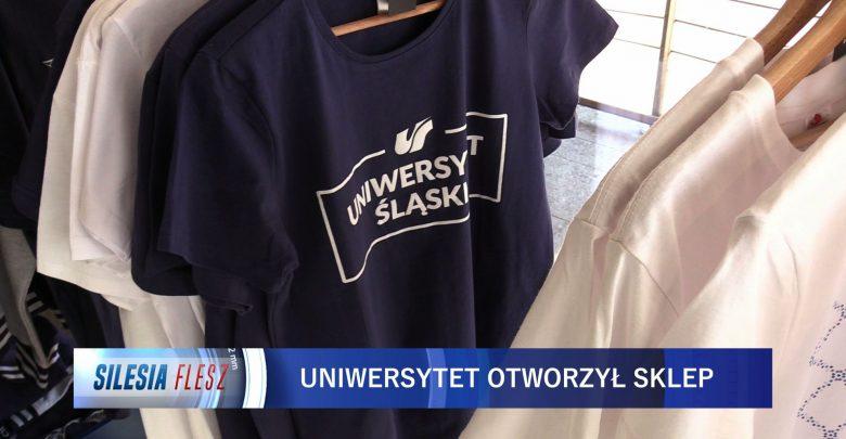 Uniwersytet Śląski ma swój sklep. Kubki, koszuli, bluzy z logo UŚ można kupić w budynku rektoratu [WIDEO] (fot.mat.TVS)