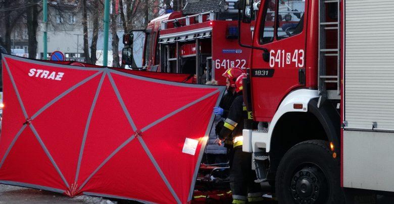 Potworny wypadek w Tychach! 10-latek wbiegł wprost pod jadący trolejbus! Wszystko nagrała pokładowa kamera (fot.112tychy.pl)