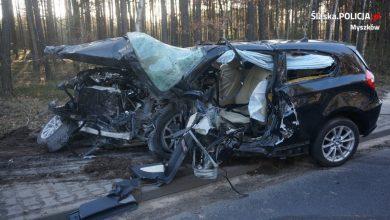 Śląskie: Koszmarny wypadek na DW 791! Dwie osoby zginęły w zderzeniu BMW i Mercedesa! (fot.KPP Myszków)