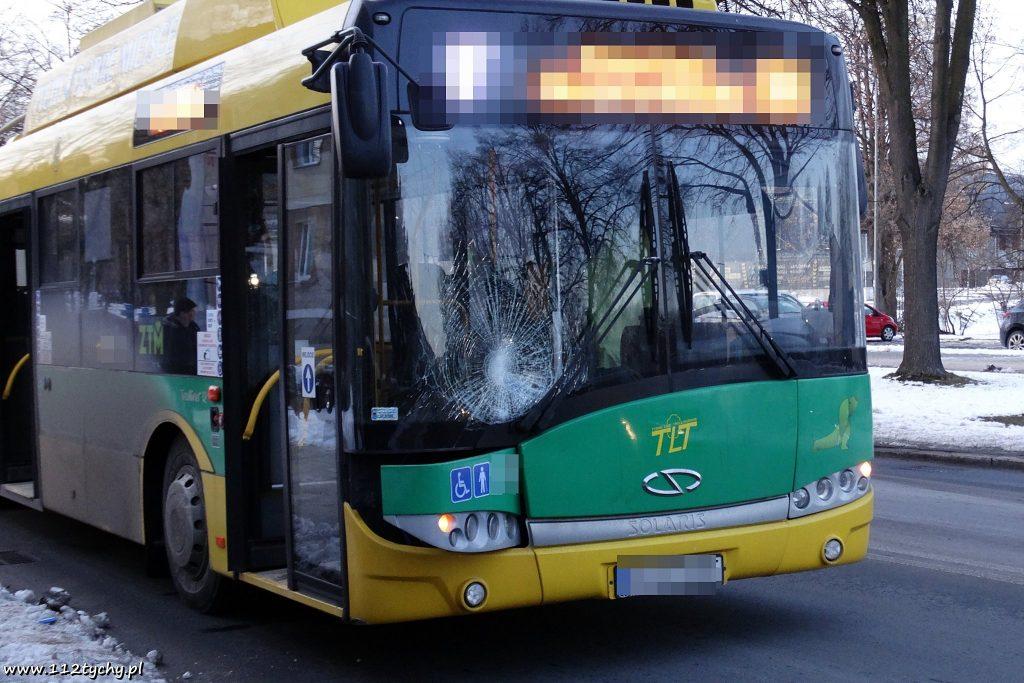 Wypadek w którym chłopiec wpadł pod trolejbus w Tychach miał miejsce w czwartek, 7 lutego, około godziny 16.25 na ulicy Edukacji(fot.112tychy.pl)