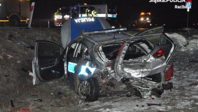 Śląskie: Wypadek z udziałem policyjnego radiowozu [ZDJĘCIA] Ranni policjanci trafili do szpitala (fot.Śląska Policja)