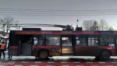 Pożar trolejbusu w Tychach! Pojazd stanął w płomieniach przy ulicy Andersa, nieopodal dworca PKP (fot.www.112tychy.pl)
