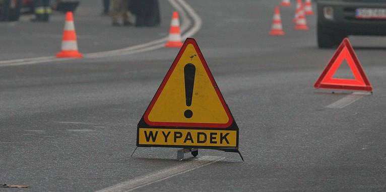 Tragiczny wypadek na autostradzie A1! Samochód wjechał pod naczepę ciężarówki! Nie żyje kobieta