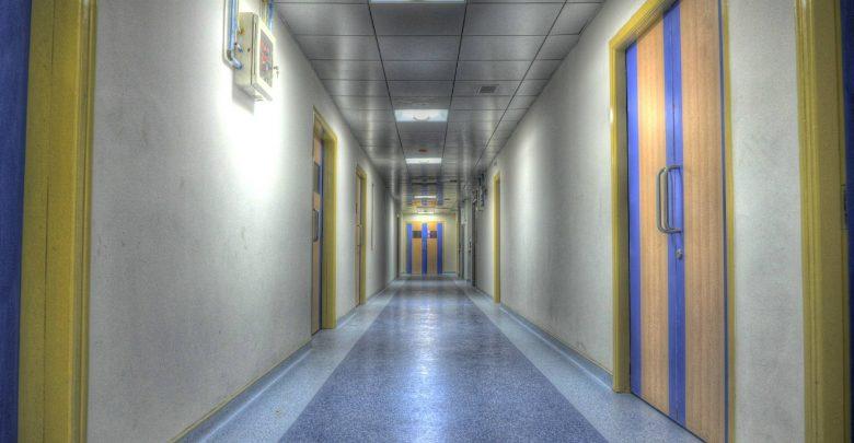 Wróciłeś z Włoch i masz gorączkę, kaszel, duszności i problemy z oddychaniem? To może być koronawirus (fot.pogldowe/www.pixabay.com)