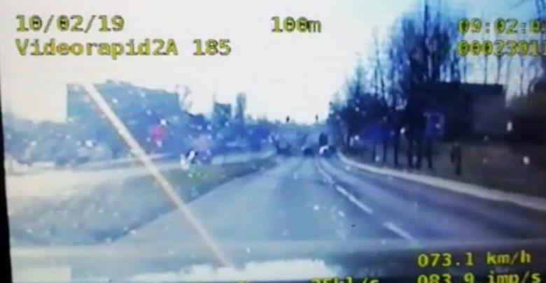 Bielsko: dziecko przestawało oddychać, policjanci eskortowali rodziców do szpitala [WIDEO]