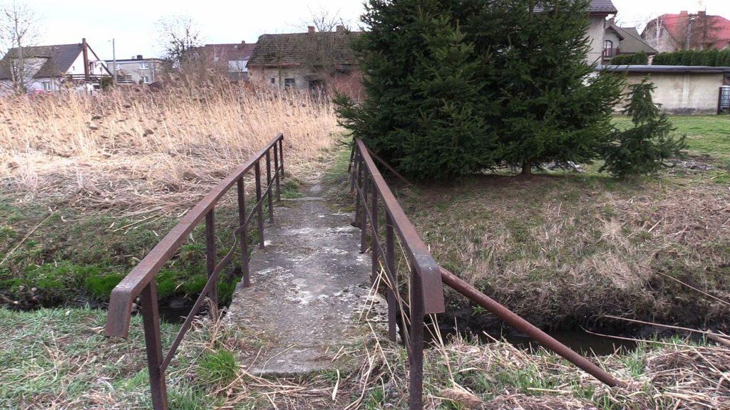 Prokuratura Okręgowa w Gliwicach prowadzi postępowanie w sprawie zwłok noworodka, które wczoraj jeden z przechodniów znalazł w rzece Ostropka w Gliwicach