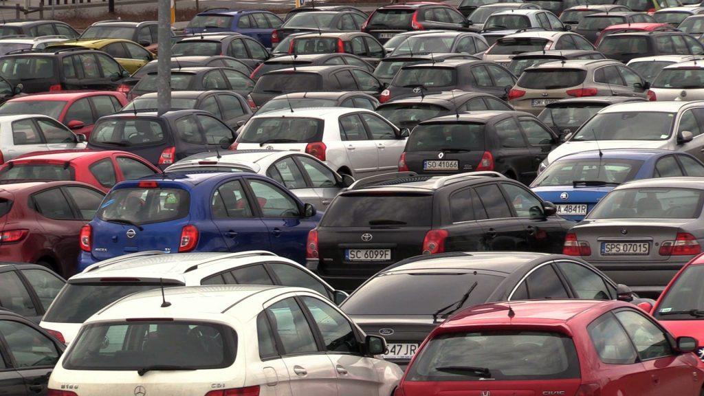 """Największy """"bieda-parking"""" w Katowicach opustoszeje? Szykują się spore zmiany w parkowaniu w obrębie Strefy Kultury. Podstawowa - nie będzie już za darmo!"""