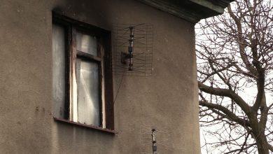 Tragiczny pożar w Rudzie Śląskiej przy ulicy Sobieskiego. Wczoraj wieczorem płonęło mieszkanie na pierwszym piętrze. Podczas akcji ratowniczej znaleziono zwłoki mężczyzny