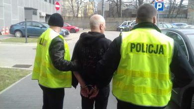 Zachowywał się irracjonalnie wobec znajomej, widział postacie biblijne. Nietypowa interwencja policjantów (fot.Policja Łódzka)