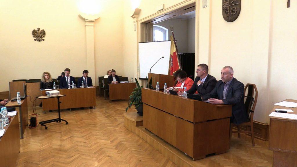 Daniel Beger wniósł pod obrady radnych projekty uchwał o wygaszeniu mandatów Dawida Kostempskiego i jego byłego zastępcy Bartosza Karcza