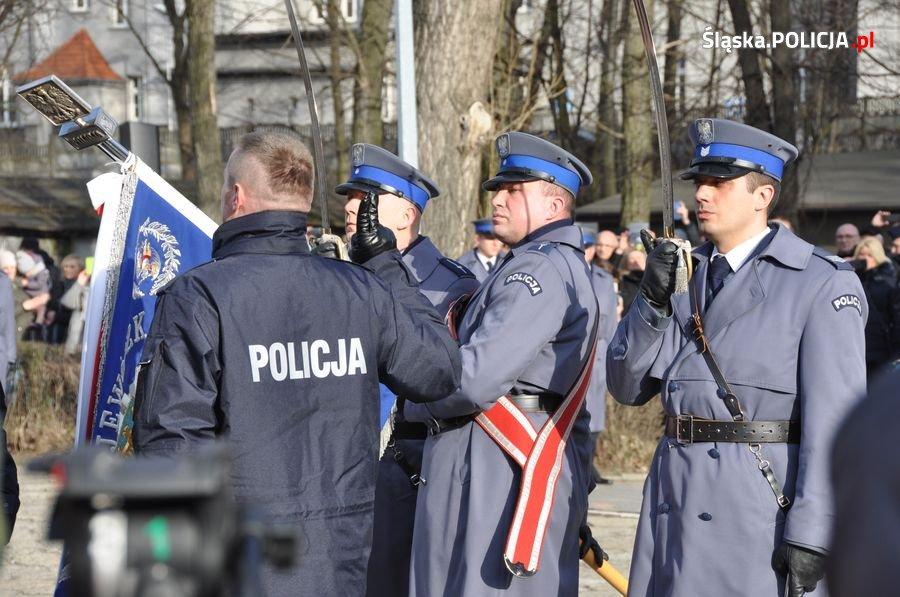 Na placu defiladowym Oddziału Prewencji Policji w Katowicach odbyło się ślubowanie nowo przyjętych policjantów, które przyjął nadinsp. Krzysztof Justyński, Komendant Wojewódzki Policji (fot.KWP Katowice)