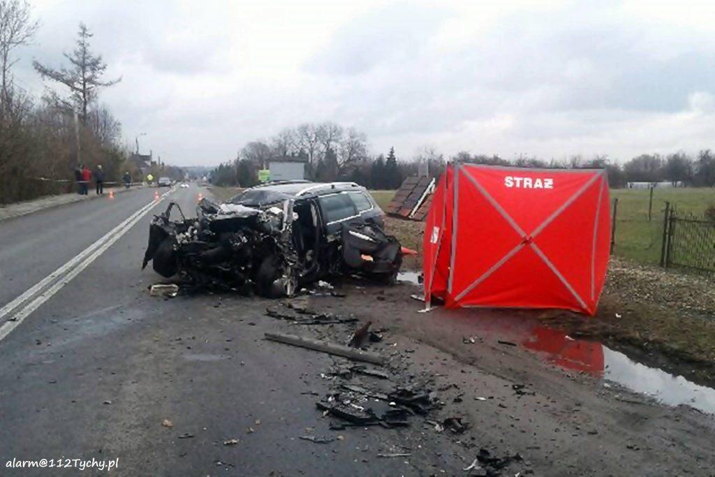 Niestety, pomimo wysiłku ratowników kobiety nie udało się uratować. Będący na miejscu lekarz stwierdził zgon (fot.www.112tychy.pl)