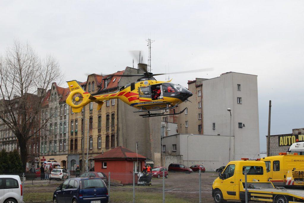 Wypadek w Chorzowie miał miejsce w środę, 13 marca. Podczas ćwiczeń na terenie Komendy Miejskiej Państwowej Straży Pożarnej, z dużej wysokości spadł policjant. Mężczyzna odniósł poważne obrażenia (fot.UM Chorzów)