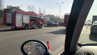 Ogromny korek utworzył się na DTŚ w Chorzowie. Na pasach jezdni w stronę Katowic doszło do dwóch karamboli - w pierwszym zderzyły się 3 samochody, w drugim, w tym samym niemal miejscu - 5 (fot.alarm@tvs.pl)