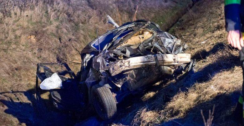 KOSZMAR! Kierowca BMW wjechał wprost pod pędzący 160 km/h pociąg! Fot. policja.pl/Tygodni Siedlecki/PKP PLK