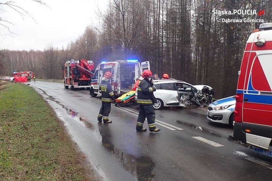 Tragedia na drodze w Dąbrowie Górniczej. W czołowym zderzeniu dwóch osobówek zginęła 39-letnia kobieta (fot.policja.pl)