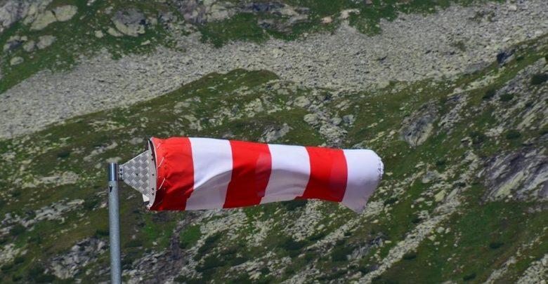 Silny wiatr wraca do Polski! [PROGNOZA POGODY] IMGW wydał prognozę zagrożeń pogodowych