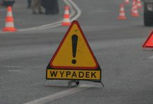 Piekary Śląskie: stracił panowanie nad pojazdem i uderzył w drzewo! Kierowca był pijany?