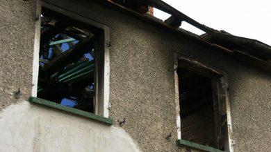 Groźny pożar w Ptakowicach! W budynku uwięzione zostały trzy osoby [WIDEO]