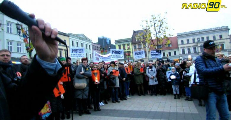 Walczą, jak mówią o godne życie. Protestujący pracownicy miejskich jednostek chcą podwyżki w wysokości 1500 złotych brutto