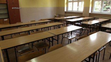 Koronawirus w Polsce: Szkoły zamknięte do 26 kwietnia. Co dalej z zasiłkiem opiekuńczym?