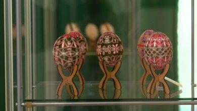Kolorowe kraszanki, pisanki i wydmuszki zdobione różnymi technikami można oglądać w Muzeum Górnośląskim w Bytomiu