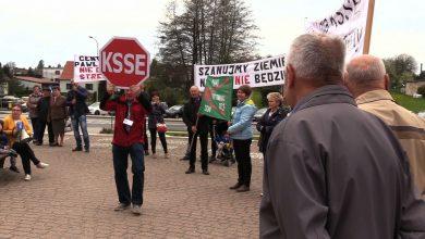 Część mieszkańców Pawłowic nie chce u siebie strefy ekonomicznej. Dziś protestowali w tej sprawie przez urzędem gminy