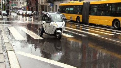 Trójkołowy, dwuosobowy pojazd o nazwie FROST- zarejestrowany jest jako skuter. To nowy nabytek Zarządu Budynków Miejskich pierwszego Towarzystwa Budownictwa Społecznego