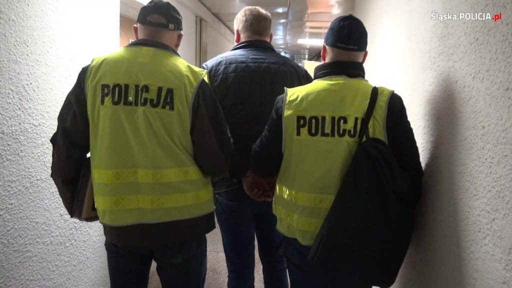 Gigantyczna akcja policji i obława w Małopolsce i na Śląsku! Funkcjonariusze zatrzymali nad ranem 11 osób powiązanych z mafią śmieciową i firmami, które wywoziły i składowały niebezpieczne odpady (fot.KWP Katowice)