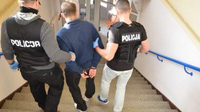 Bez powodu zaatakował przechodnia nożem i uciekł. Odpowie za usiłowanie zabójstwa (fot. Policja Pomorska)