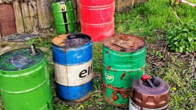 Gliwice: podrzucili mu na działkę beczki ze starym olejem. Policja szuka sprawców