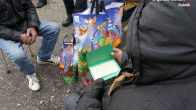 Paczki świąteczne dla bezdomnych w Rybniku. To inicjatywa dzieci (fot. KMP Rybnik)