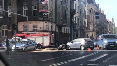 Wypadek w Katowicach! Osobówka zderzyła się z motocyklistą [UTRUDNIENIA]