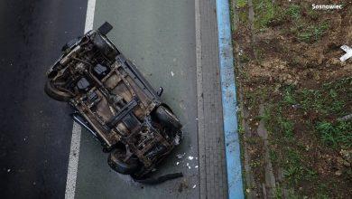 Sosnowiec: Samochód spadł z wiaduktu [ZDJĘCIA] Kobieta kierująca suzuki miała dużo szczęścia fot.KMP Sosnowiec)