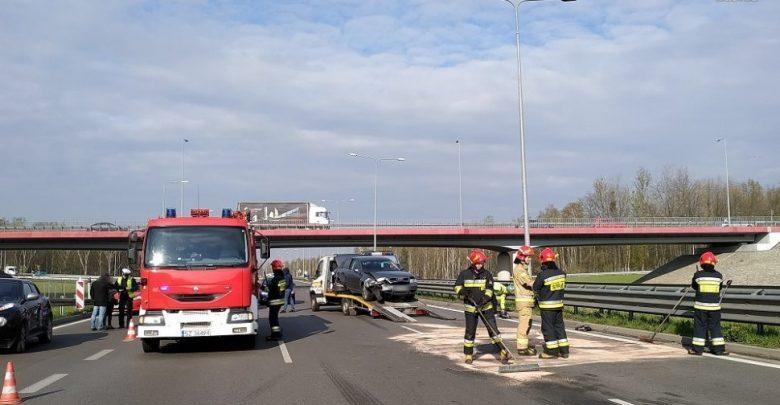Groźny wypadek na DTŚ-ce w Zabrzu! Policja szuka kierowcy fiata seicento (fot. KMP Zabrze)