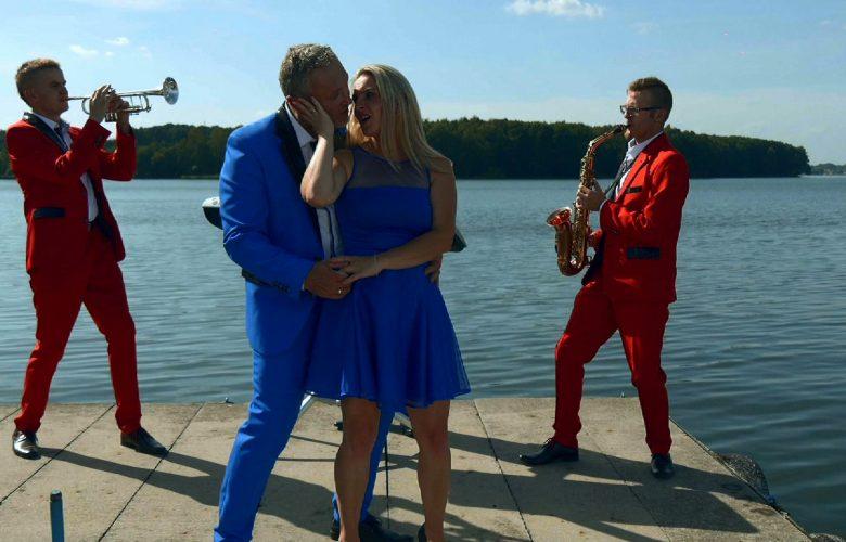 Razem z nami są dzisiaj Katarzyna i Krzysztof Szymura, czyli świetnie Wam znani liderzy zespołu HAPPY FOLK!