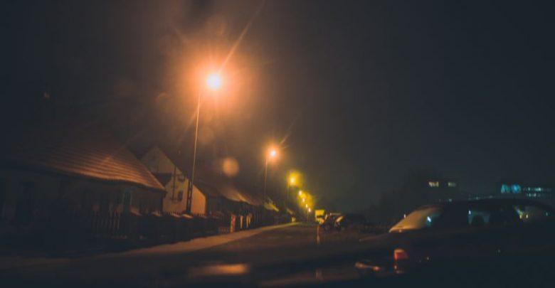 Świeci, jest bezszelestne, unosi się nad dachami domów. Co lata nocą w Katowicach?