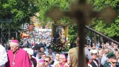 Stanowa Pielgrzymka Mężczyzn i Młodzieńców do Piekar Śląskich Na piekarskim wzgórzu modliło się dzisiaj 80 tysięcy osób (fot.Archidiecezja Katowicka)