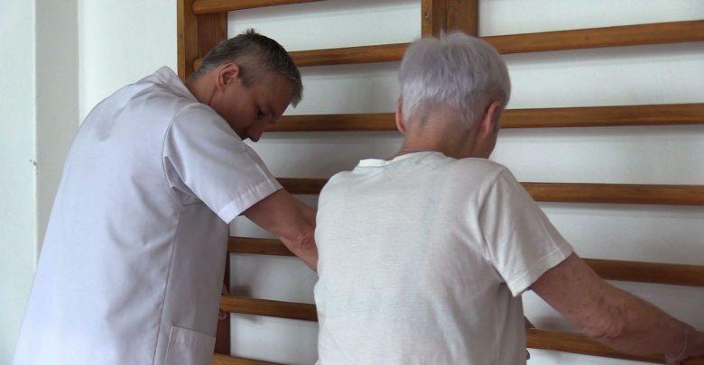 """Fizjoterapeuci z Górnośląskiego Centrum Rehabilitacji """"Repty"""" masowo poszli na zwolnienia lekarskie. W sumie dzisiaj na L4 było 126 osób – w tym także część psychologów i logopedów"""