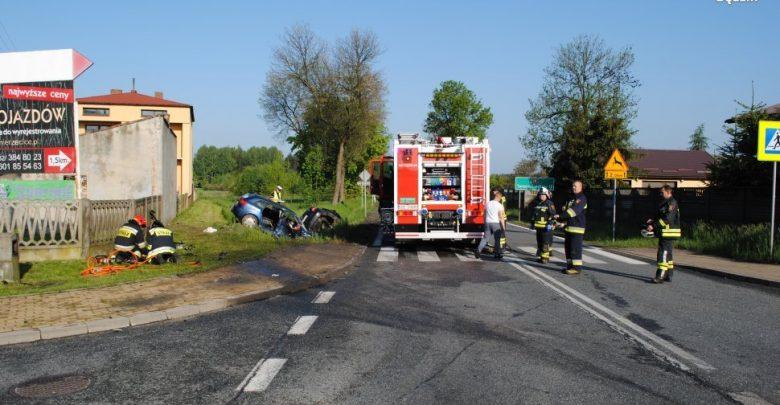 Tragiczny wypadek na DK 78 w Nowej Wsi! [ZDJĘCIA] Dwa samochody wypadły z drogi!