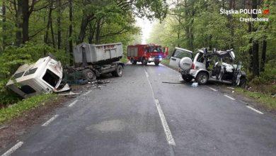 Śląskie: Tragiczny wypadek w Srocku! [ZDJĘCIA] Samochody kompletnie zmiażdżone! (fot. KMP Częstochowa)