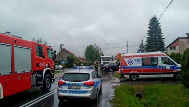 Śmiertelny wypadek w Łanach Wielkich pod Gliwicami. W środę, 15 maja doszło tu do zderzenia ciężarówki i samochodu osobowego. Niestety - w wypadku zginął kierowca osobówki (fot.KMP Gliwice)