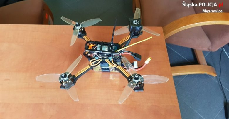 Policjanci z Mysłowic poszukują właściciela drona. Po 31 maja urządzenie trafi do biura rzeczy znalezionych (fot. KMP Mysłowice)