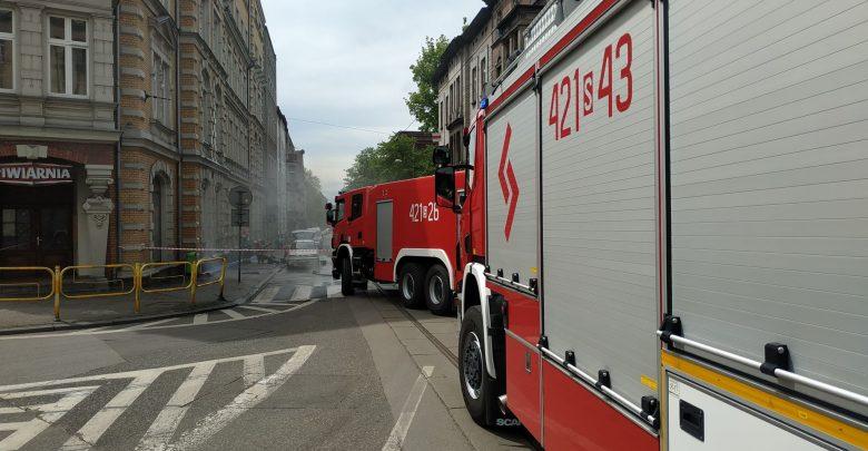 Rozszczelnienie butli z gazem w osobowym Fiacie to przyczyna zamknięcia ulicy Powstańców w Chorzowie (fot.Wojtek Żegolewski)