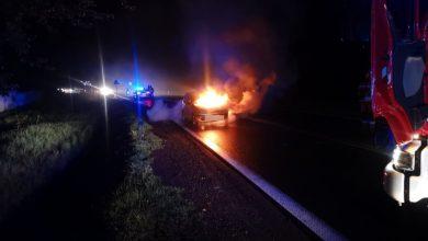 Tarnowskie Góry: Samochód zapalił się w trakcie jazdy! Doszczętnie spłonął