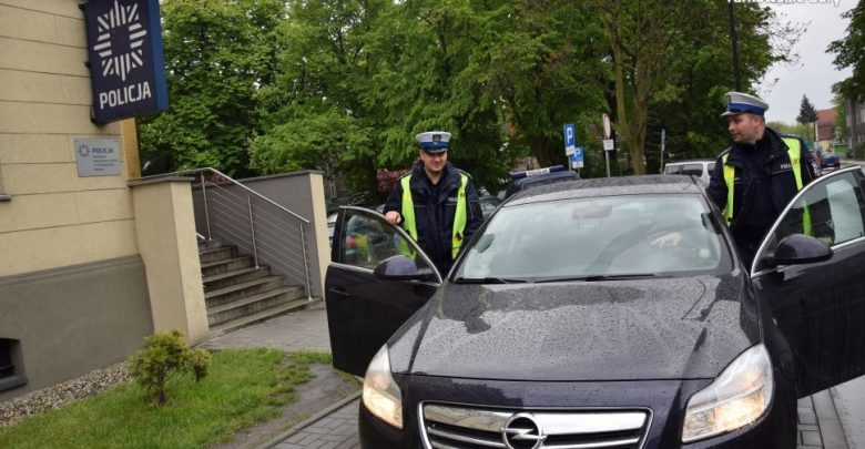 Śląskie: Na sygnale i z piskiem opon! Policja eskortowała karetkę, która utknęła w korku!