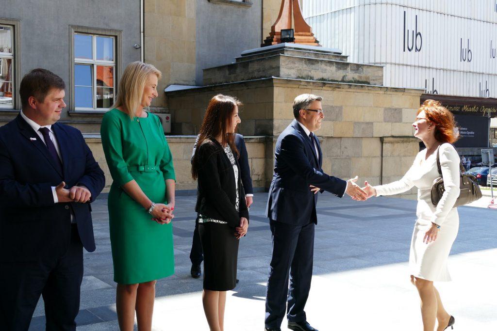 Przez trzy dni dyplomaci zwiedzać będą jedne z najciekawszych miejsc naszego regionu. Celem wizyty jest przedstawienie potencjału Śląskiego w zakresie gospodarczym, dziedzictwa kulturowego, historii oraz walorów turystycznych