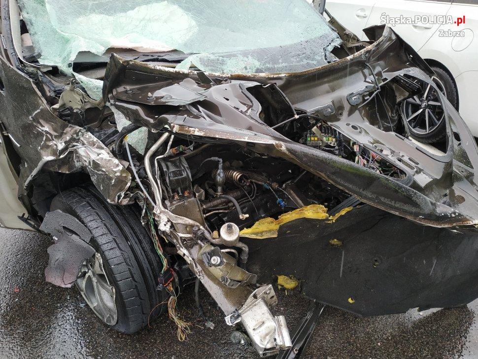 Jak doszło do wypadku na DK 88 w Zabrzu? [ZDJĘCIA] Samochody kompletnie zmiażdżone! (fot. KMP Zabrze)
